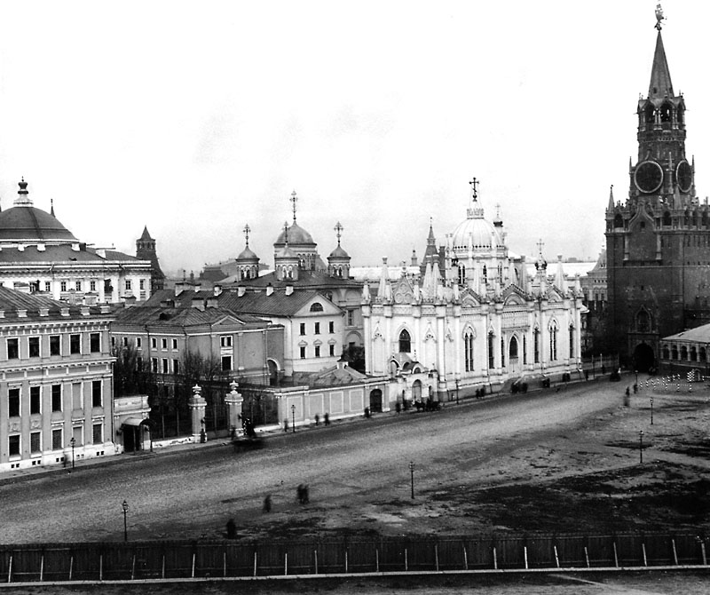 Moscow,_Kremlin,_Voznesenskaya_Square,_1900s